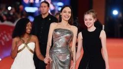 Ba mẹ con diễn viên Angelina Jolie nổi bật trên thảm đỏ Liên hoan phim Rome 2021