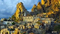 Italy: 'Làng ma' nhiều năm không người ở... hút khách du lịch