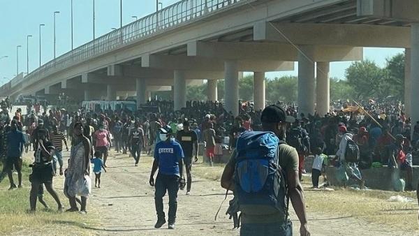 Mỹ nỗ lực đưa hàng nghìn người di cư ở biên giới ra khỏi đất nước