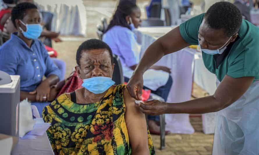 Covid-19: Nối tiếp Mỹ, Pháp tăng gấp đôi cam kết viện trợ vaccine cho nước nghèo
