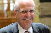 Cựu Thủ tướng New Zealand Mike Moore qua đời ở tuổi 71