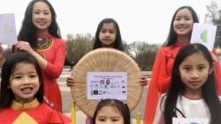 Trẻ em người Việt tại Anh và phong trào làm thiệp gửi tặng các viện dưỡng lão