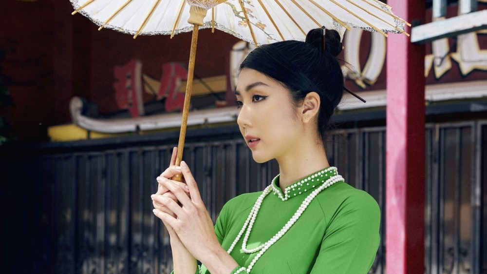 Siêu mẫu Việt Nam Ngọc Quyên ra mắt bộ sưu tập áo dài 'Nét Á' tại Mỹ
