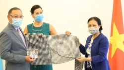 Việt Nam ủng hộ dự án nghệ thuật quốc tế Khăn của mẹ