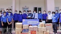 Lưu học sinh Việt Nam đón nhận sự hỗ trợ từ thanh niên Lào