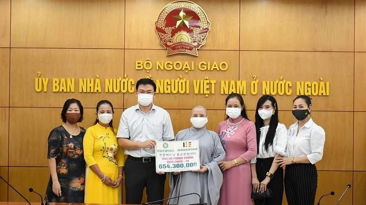 Cộng đồng người Việt tiếp tục ủng hộ gần 824 triệu đồng cho công tác phòng, chống dịch trong nước