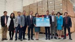 Người Việt tại Hungary gửi tặng quê nhà 12,5 tấn vật tư y tế chống dịch