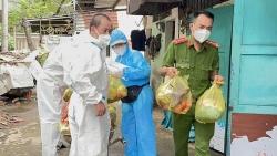 Trao tặng 4.000 túi quà an sinh xã hội cho người dân TP. Hồ Chí Minh