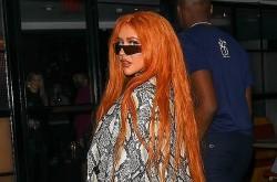 Nữ ca sĩ Christina Aguilera với hình ảnh lạ lẫm khi ra mắt MV mới