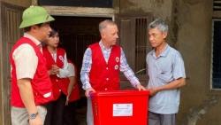 Đại sứ Anh tới thăm người dân chịu ảnh hưởng bởi lũ lụt tại Quảng Bình