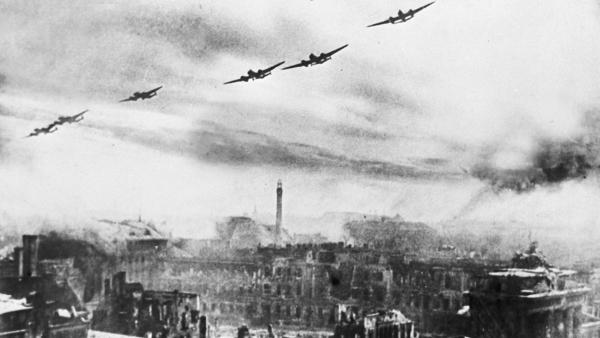 Nguyên nhân nào khiến Liên Xô 'nổi nóng' và đánh bom Berlin năm 1941?