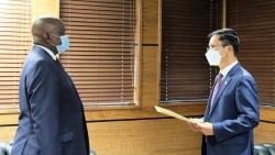 Đại sứ Hoàng Văn Lợi trình Thư ủy nhiệm lên Tổng thống Botswana