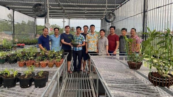 Ông chủ vườn lan 9X Trần Vinh và niềm đam mê với hoa phong lan