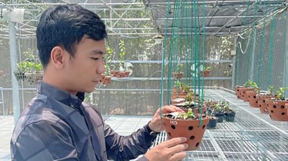 Nghệ nhân 9X Trần Quốc Hoà - Ông chủ vườn lan nức tiếng tại Đồng Nai