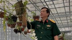 Nghệ nhân Đồng Chiến chia sẻ bí quyết chăm sóc cây lan trước và trong quá trình trổ hoa