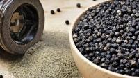 Giá tiêu hôm nay 5/8: Tiếp tục giảm, thấp nhất 72.000đ/kg; giá tiêu đen Việt Nam xuất khẩu giảm