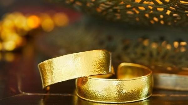 Giá vàng hôm nay 20/10, Trở lại xu hướng tăng, chinh phục ngưỡng 1.800 USD; vàng SJC tăng vọt ngày Phụ nữ Việt Nam?