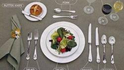 Sắp xếp bàn tiệc sao cho chuẩn, sử dụng dụng cụ ăn tiệc sao cho sang