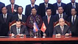 Sắp xếp Quốc kỳ Việt Nam và cờ của đối tác trong lễ ký văn kiện và hội đàm như thế nào?