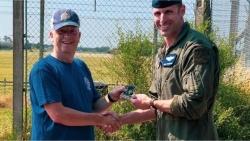 Ngắm 'chim sắt' F-15 và thấy điều 'sai sai', người đàn ông cứu phi công Mỹ một mạng