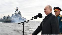 Tổng thống Putin khẳng định sức mạnh vô song của vũ khí Nga tại Lễ duyệt binh ngày Hải quân