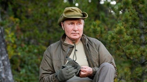 Tổng thống Nga Putin tận hưởng cuộc sống thiên nhiên hoang dã sau khi tự cách ly
