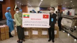 Việt Nam trao quà phòng chống dịch Covid-19 cho Myanmar lần thứ 4