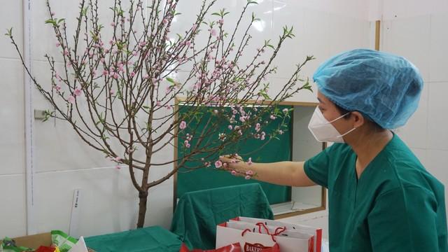 Tết của y, bác sĩ tại tâm dịch Covid-19 Chí Linh: Chúng tôi vẫn đang trực chiến!