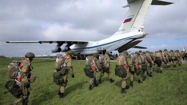 Ảnh ấn tượng tuần (19-25/4): Tang tóc Covid-19 ở Ấn Độ, Nga-Ukraine giảm nhiệt, nóng vụ Navalny và thảm họa chìm tàu Indonesia