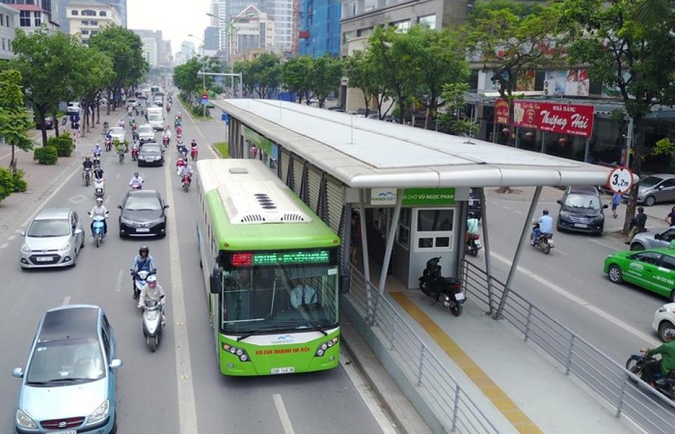 Hà Nội: hơn 50% hành khách đi bus BRT là cán bộ công chức
