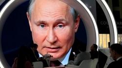 Ảnh ấn tượng tuần 31/5-6/6: Trò chơi trốn tìm ở Dải Gaza; Tổng thống Putin nói có động cơ chính trị khi cấm vaccine Sputnik V và ông Biden đi xe đạp