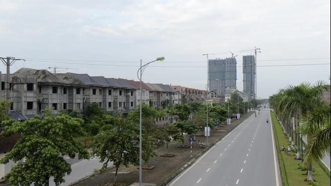 Bất động sản mới nhất: 'Cú đấm thép' vào nhà phố; nơi đất nền giảm sâu nhất và Hà Nội sẽ đánh thuế biệt thự 'ma'?