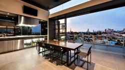 Bất động sản mới nhất: Chiêu kích giá bằng căn hộ siêu sang; yêu cầu công khai giao dịch nhà ở hình thành trong tương lai