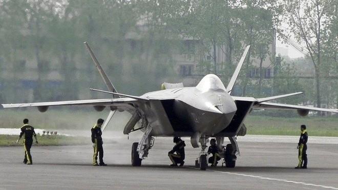 Vì sao tiêm kích J-20 của Trung Quốc không thể sánh với máy bay chiến đấu của Mỹ?