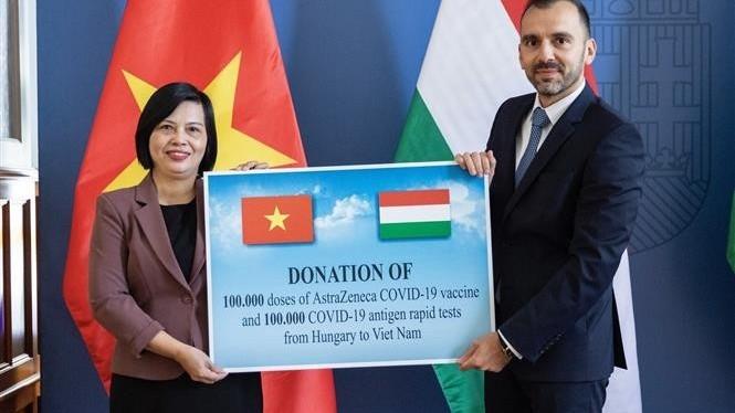 Hungary trao tặng Việt Nam vaccine Covid-19 và vật tư y tế