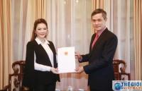 Bộ Ngoại giao trao Giấy Chấp nhận lãnh sự cho bà Lý Nhã Kỳ