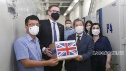 Tiếp nhận lô vaccine AstraZeneca do Chính phủ Anh tặng Việt Nam