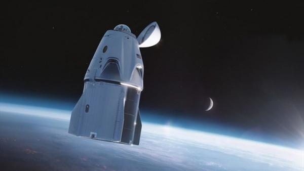 SpaceX đưa đội bay không chuyên lên vũ trụ