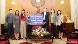 Liên hiệp các tổ chức hữu nghị Việt Nam trao tiền ủng hộ đồng bào vùng lũ lụt miền Trung
