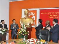 Chủ tịch nước thăm Công ty Movitel, nói chuyện với chuyên gia nông nghiệp