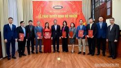 Thứ trưởng Ngoại giao Đặng Minh Khôi trao quyết định phân công, điều động cán bộ