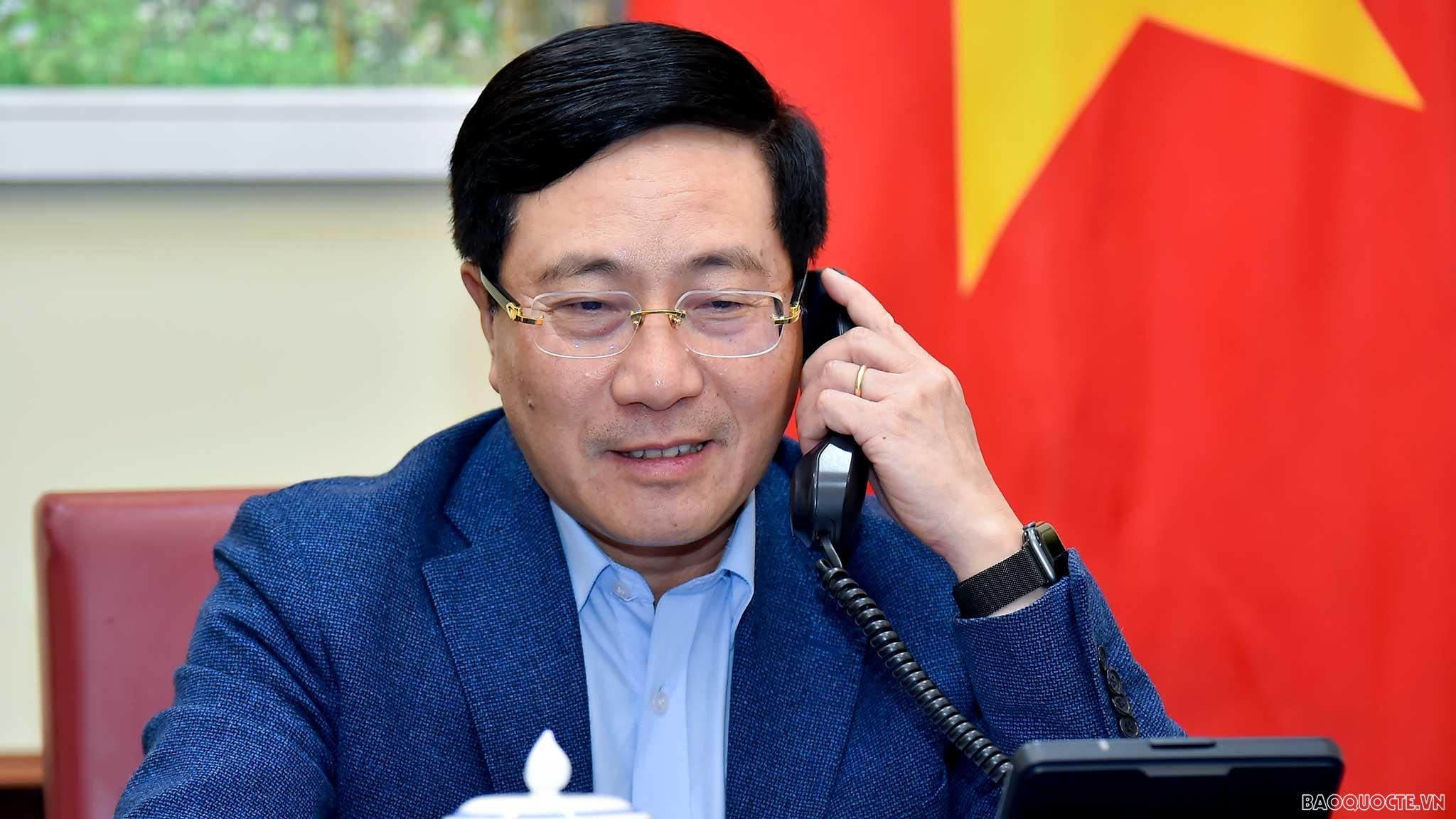 Phó Thủ tướng Phạm Bình Minh điện đàm Bộ trưởng Ngoại giao Singapore
