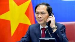 Bộ trưởng Ngoại giao Bùi Thanh Sơn điện đàm với Bộ trưởng Ngoại giao Trung Quốc Vương Nghị