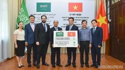 Lễ tiếp nhận khoản hỗ trợ của Trung tâm Cứu trợ và Nhân đạo Quốc vương Salman ủng hộ nhân dân các tỉnh miền Trung