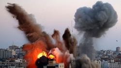 Giao tranh Israel-Palestine: Israel bắn tên lửa trúng tòa nhà các hãng truyền thông; Hamas nã rocket đáp trả, một bể dự trữ dầu phát nổ