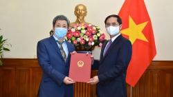 Bộ trưởng Ngoại giao Bùi Thanh Sơn trao quyết định bổ nhiệm Vụ trưởng Vụ châu Âu