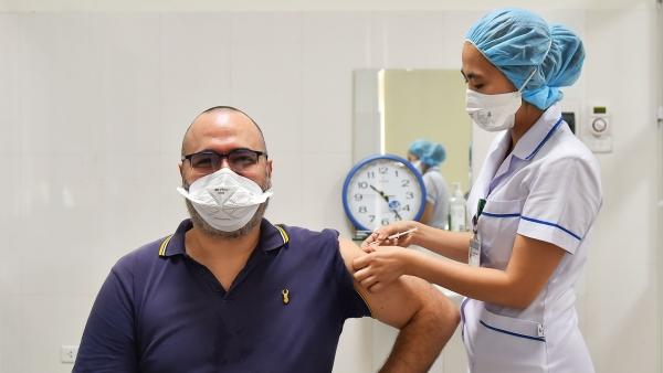 Hà Nội đã tiêm vaccine Covid-19 cho khoảng 4.000 người nước ngoài trong 4 ngày