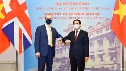 Bộ trưởng Ngoại giao Bùi Thanh Sơn đón, hội đàm với Bộ trưởng Ngoại giao Anh Dominic Raab