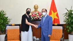 Thứ trưởng Ngoại giao Nguyễn Quốc Dũng tiếp Đại sứ New Zealand tại Việt Nam chào xã giao
