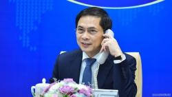 Bộ trưởng Ngoại giao Việt Nam-Pháp điện đàm thúc đẩy việc cung cấp vaccine ngừa Covid-19 cho Việt Nam